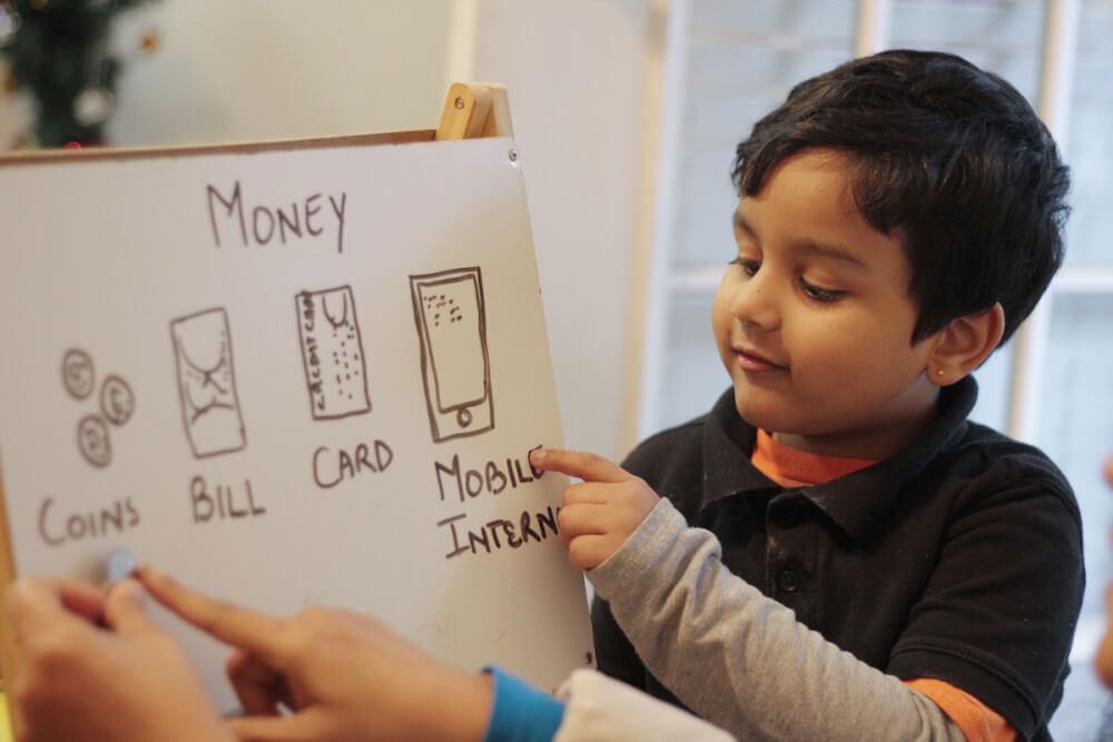 Kinderkonto für Finanzwissen beim Kind